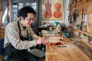 Violin crafter